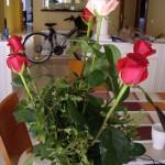 お義父さんが、今日の料理人(=わたし)に、と持ってきてくれたバラの花。