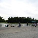 やっと先ほどの写真で遠くに見えていた池に到着。ボートにも乗れます。