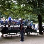 ノートルダム寺院の公園では、中高生がコンサート!
