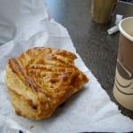 この日の朝ご飯は大好きなアップルパイ・・・でもイマイチだった。