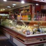 ムフタール通りのチーズ屋さん。