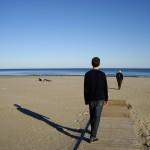 閑散としたビーチ。