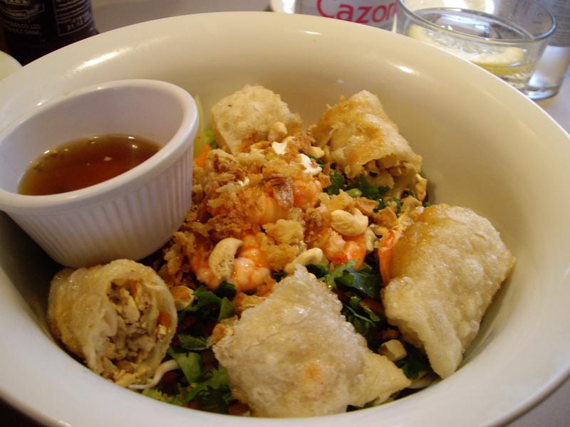 BUN NEM(お豆腐と鶏肉のベトナム風揚げ春巻きが入った春雨サラダ)