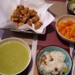 唐揚げ、栗おこわ、野菜のポタージュ、いつものにんじんサラダ。