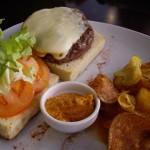 牛肉とイベリコ豚のハンバーガー。