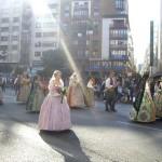 マリア様に献花をするために各Falla毎に行進。