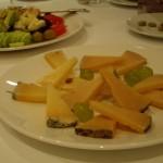 おいしいサラダにラ・マンチャ地方が誇るチーズ、Queso Manchego。