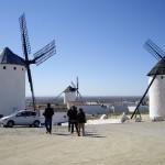 風車は村の中にまであります。