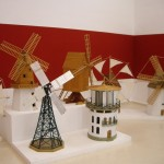 風車の村らしく、世界各国の風車の模型も。