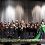 中央の金髪の女性は合唱団の指導兼指揮者の方。
