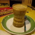 こんなCortado(コルタド、エスプレッソに牛乳を少しいれたもの)のカップ初めてみました。