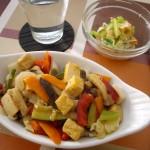 11品目の八宝菜にスモークサーモンと玉ねぎのマリネ。