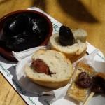 チケットを買うと貰えるCazuela(カスエラ、スペイン風土鍋)にClóchina(クロチナ、バレンシアで取れる小さめムール貝)を入れて貰いました。