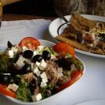 サラダと塩系クレープにデザートクレープのおなかいっぱいランチ。
