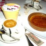 マンゴー風味のクレーム・ブリュレにコーヒー。