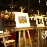 コロン市場では写真展も。