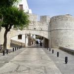 旧市街への入り口。いくつかこういった門があります。