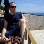 なるべく景色のよい海の近くに腰掛けてみました。