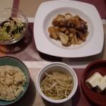 酢豚風、もやしナムル、酢の物、冷や奴、玄米。