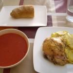 チキンとジャガイモのオーブン焼きとガスパチョ。
