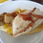イベリコ豚のヒレ肉、下は玉ねぎのキャラメリゼ。
