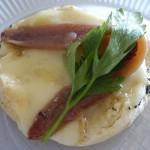 Torta de Casalというチーズとでっかいアンチョビをのせたパン。パンがおいしかったけどこの組み合わせはイマイチかな。