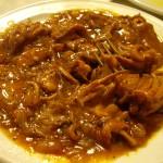 イカのピリ辛ソース煮。ピリ辛の正体は大量の黒胡椒でした。