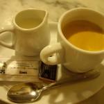 〆のコーヒー。オシャレにミルクとコーヒーが別々でした。