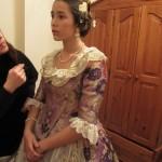 ブレスレット、ネックレス、ピアス、そして大事な髪飾りをつけたところ。
