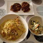 メンチカツ、イカの和風パスタ、キャベツのサラダ。