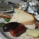 お肉だけではなく、チョリソーや豚の血のソーセージ、焚き火で火を入れたさつまいもとじゃがいもも食べました。