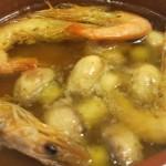 食べかけの海老とマッシュルームのアヒージョ。海老は皮まで食べられます。
