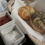 パンも中々。塩とすりおろしたトマトにオリーブオイルを混ぜたものを出してくれました。