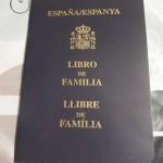 Libro de Familia(リブロ・デ・ファミリア)結婚するともらえる家族手帳です。なんと中は手描き…