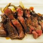 大人用ステーキ。日本人の胃袋を持った妹は食べきれなかったようです…。