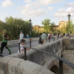 橋の向こうはレオンのパラドール。