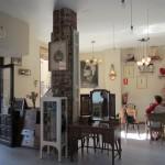 レオンのカテドラル前の可愛いカフェ。