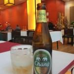 Changというバレンシアでは余り見かけないタイのビール。グラスも冷やしてありました。