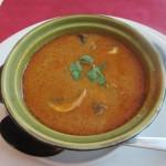 前菜のスープ。ココナッツミルクが濃厚。量も多い!