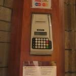今時の教会はクレジットカードで寄付ができちゃいます。