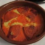 Pimientos del Piquillo relleno(ピミエントス・デ・ピキージョ・レジェノ)と呼ばれる赤ピーマンにタラを詰めたもの。