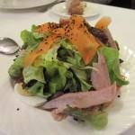 上品なサラダ。高級なツナが載ってます。ドレッシングも美味しかった!
