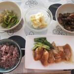 鶏の照り焼き、オクラ、ポテトサラダ、ナスの煮浸し、五穀米。