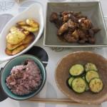 肉団子とナスの煮浸しの炒めもの、ズッキーニ・ジャガイモのオーブン焼き、五穀米。