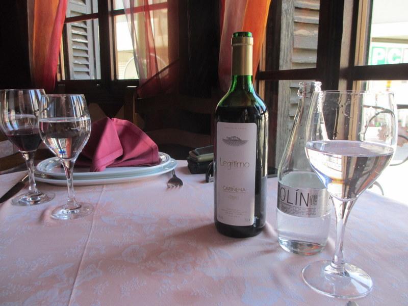 このワイン、2人につき1本出てきます。
