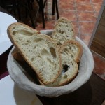 パンが山盛りですごくおいしかった。