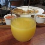 オレンジジュースはパックのオレンジジュースでした。