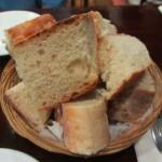パンは、モチモチでスペインの北部っぽい。