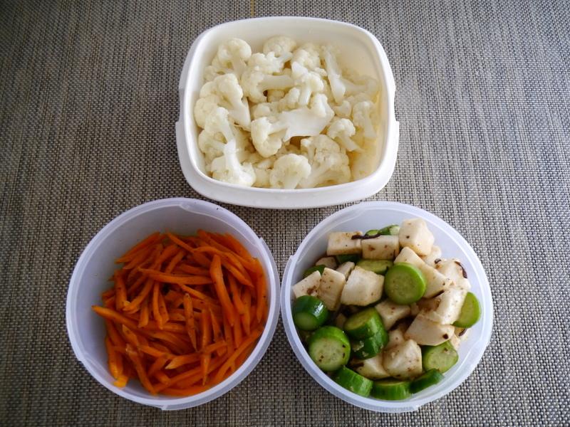 常備菜:長芋ときゅうりの麺つゆあえ、カリフラワーのマリネ、ニンジンのきんぴら。
