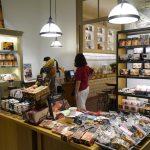 カフェにはチョコレート屋さんが併設されています。ばらまき用にも良さそうなチョコレートありました!